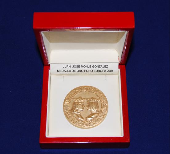 Medalla de Oro Foro Europa 2001